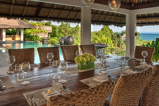 Villa I - Poolside dining set up
