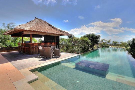 Indah Manis - Pool and bar