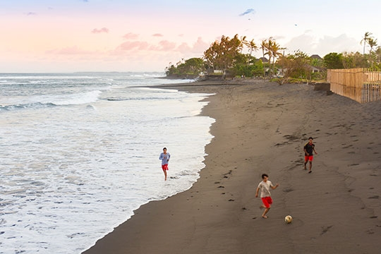 Villa Bayu Gita - Beachfront - Local kids on beach