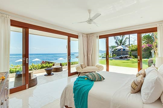 Oceanfront bedroom downstairs